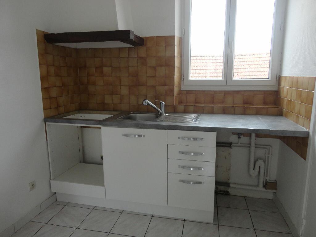 Appartement à louer 3 49m2 à Jouy-le-Châtel vignette-3