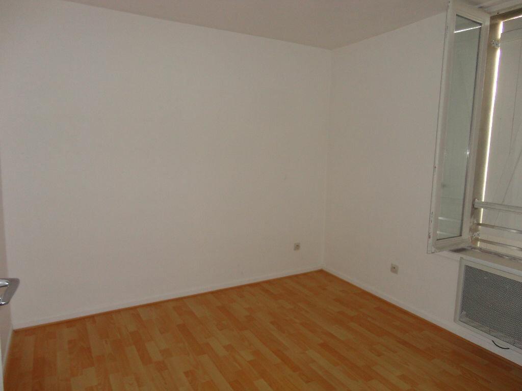 Appartement à louer 3 49m2 à Jouy-le-Châtel vignette-4