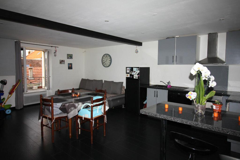 Appartement à louer 2 58m2 à Jouy-le-Châtel vignette-1