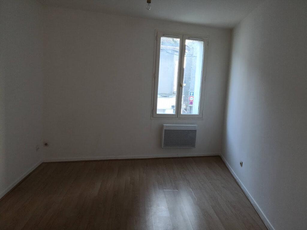 Appartement à louer 2 32.31m2 à Jouy-le-Châtel vignette-3
