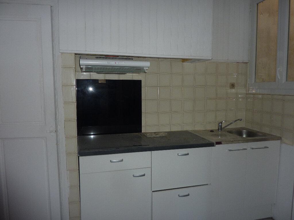 Appartement à louer 3 70m2 à Béziers vignette-3