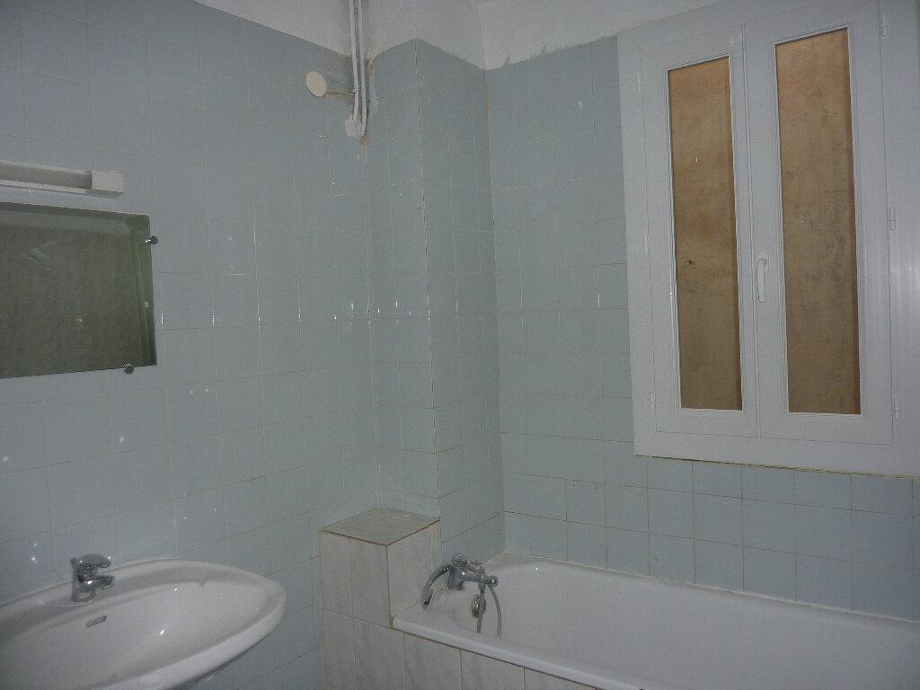 Appartement à louer 3 70m2 à Béziers vignette-4