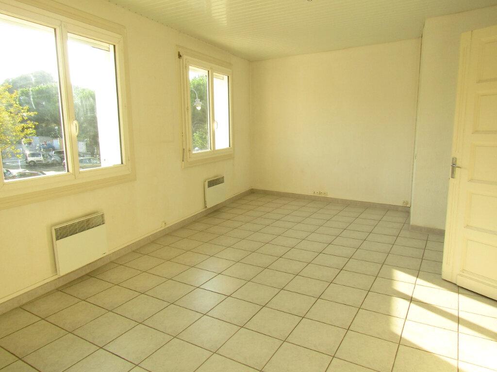 Appartement à louer 3 78m2 à Marseillan vignette-2