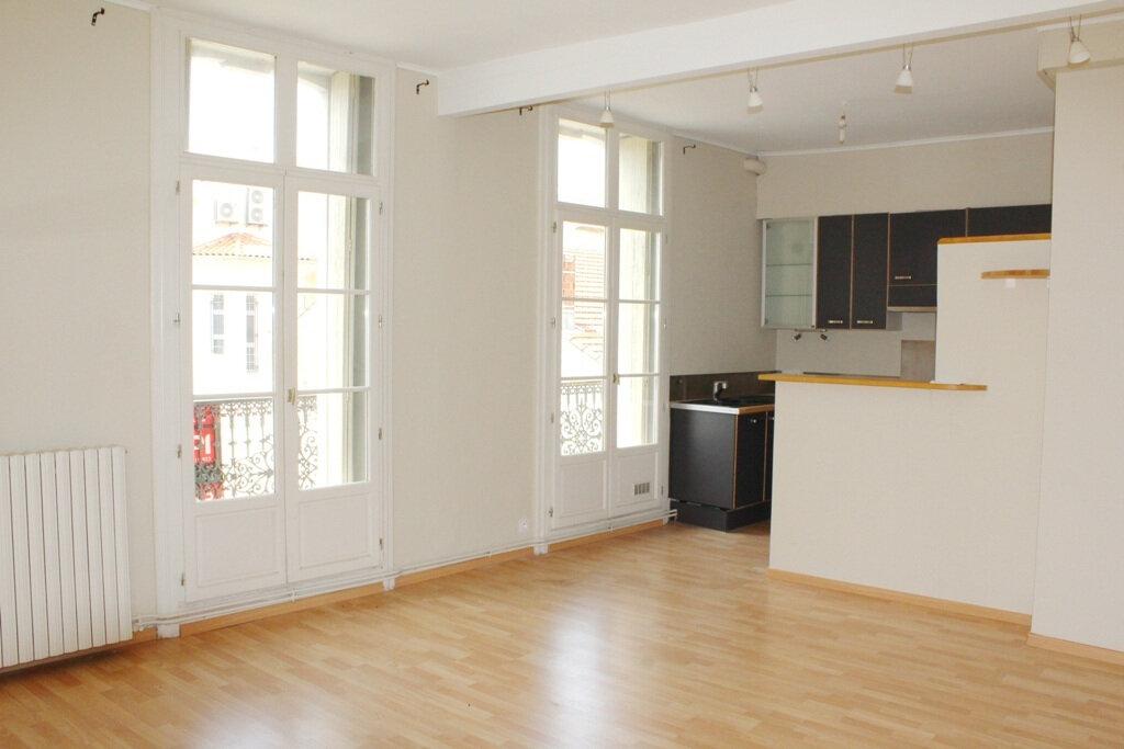 Appartement à louer 2 50m2 à Béziers vignette-1