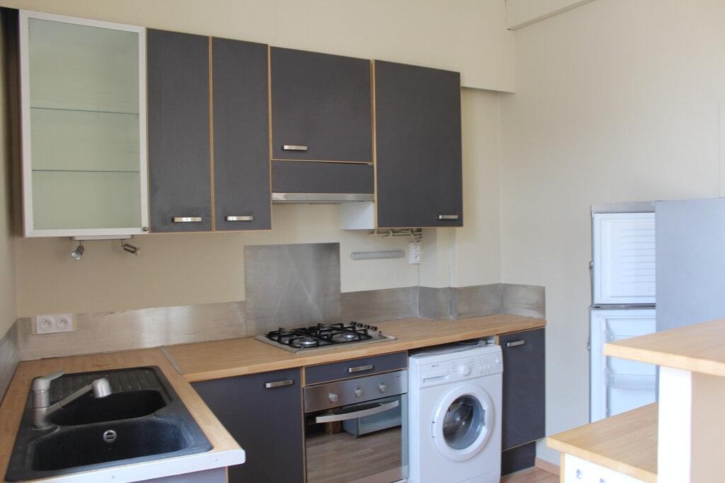 Appartement à louer 2 50m2 à Béziers vignette-2