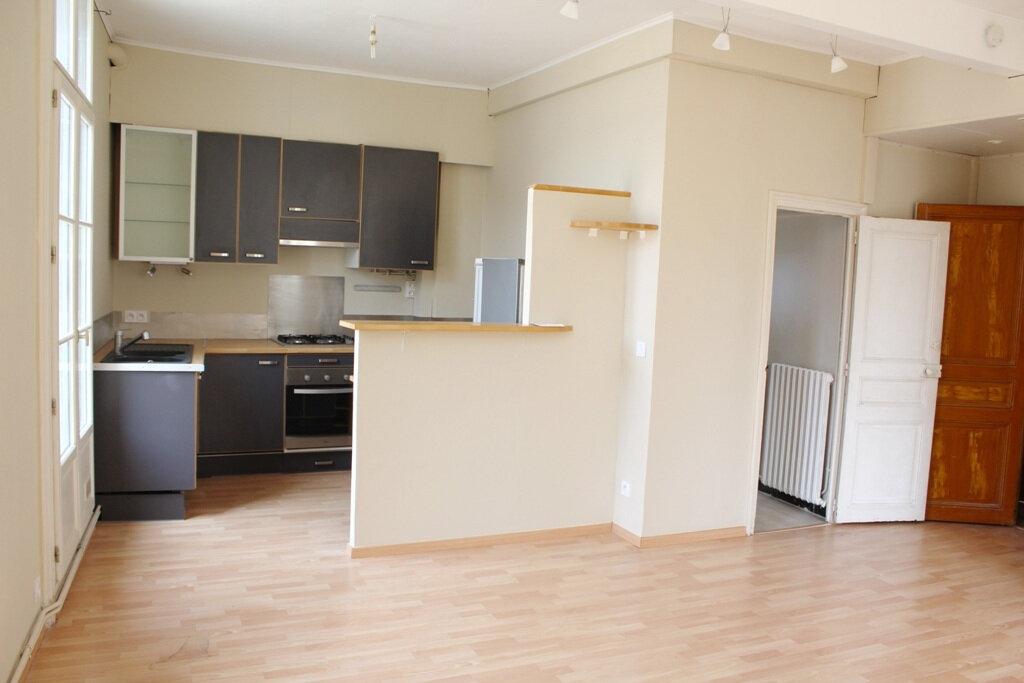 Appartement à louer 2 50m2 à Béziers vignette-3