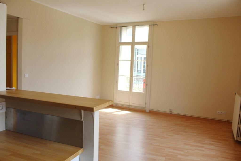 Appartement à louer 2 50m2 à Béziers vignette-5