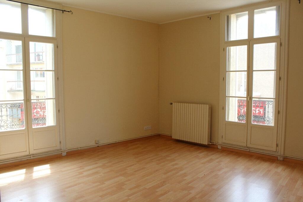Appartement à louer 2 50m2 à Béziers vignette-6