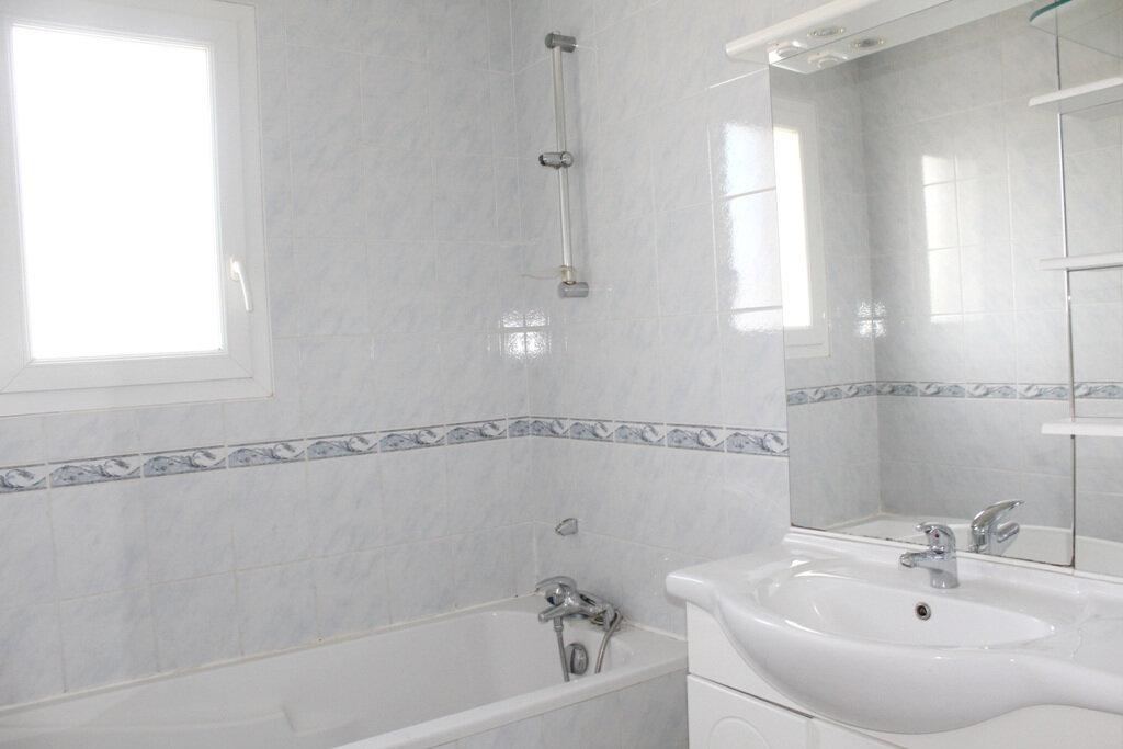 Appartement à louer 4 110m2 à Béziers vignette-5