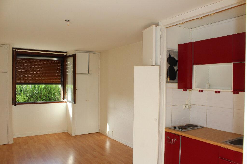 Appartement à louer 1 30.05m2 à Béziers vignette-2