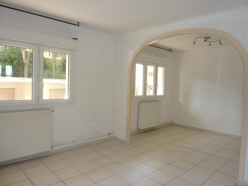Appartement à louer 3 66m2 à Béziers vignette-2