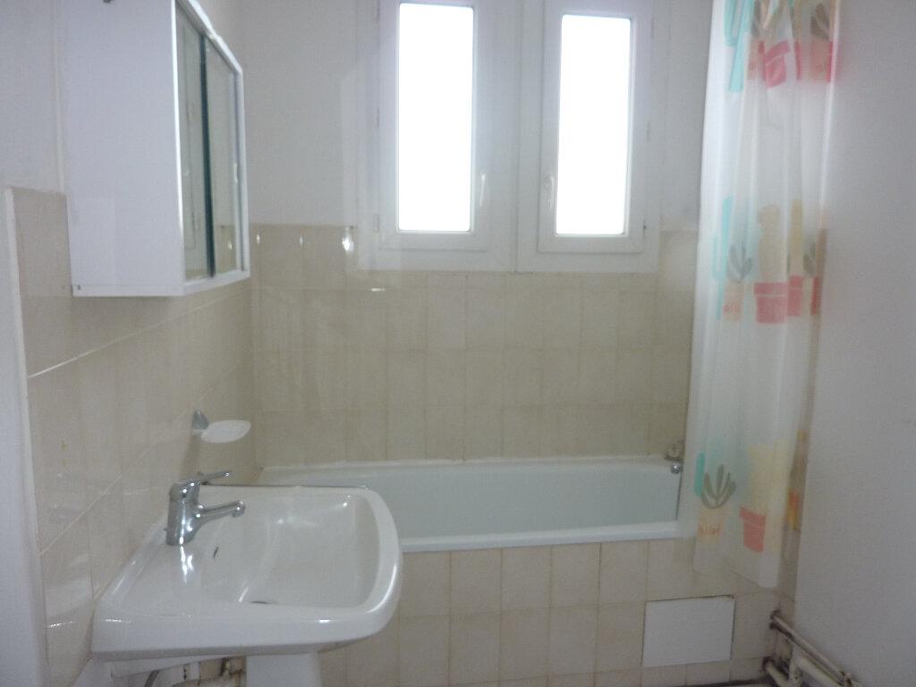 Appartement à louer 3 66m2 à Béziers vignette-4