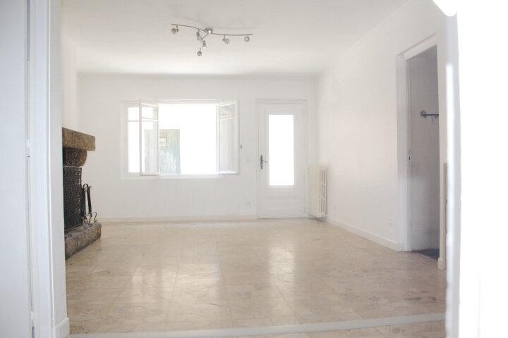 Maison à louer 4 130m2 à Lespignan vignette-1