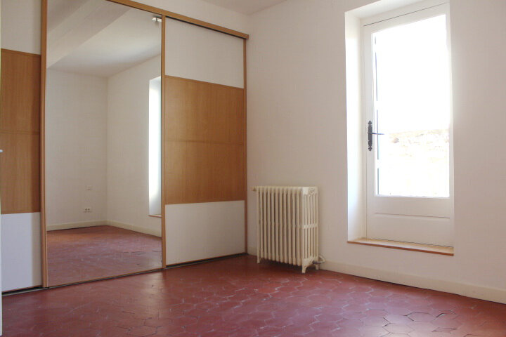 Maison à louer 4 130m2 à Lespignan vignette-5