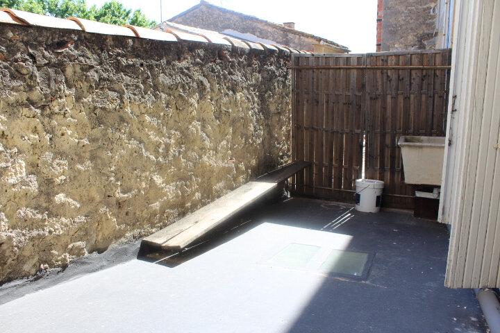 Maison à louer 4 130m2 à Lespignan vignette-6