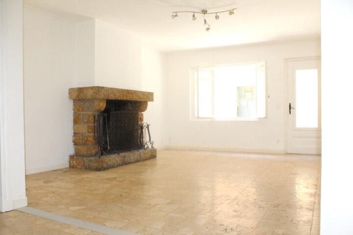 Maison à louer 4 130m2 à Lespignan vignette-7