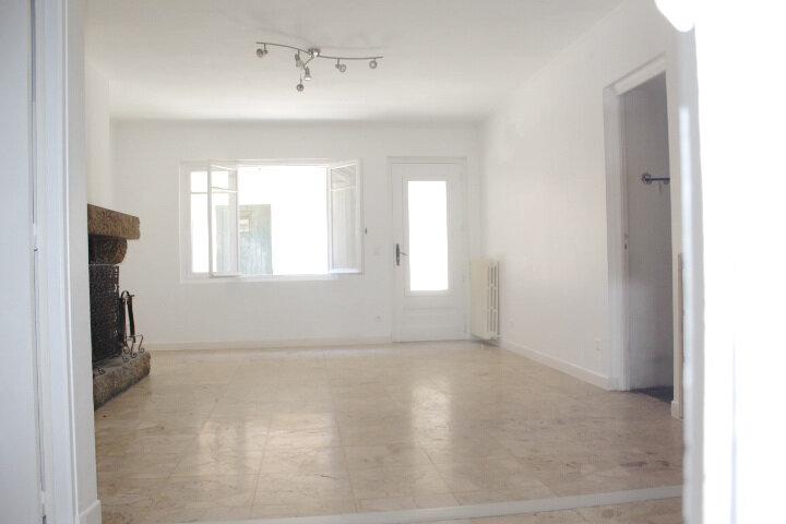 Maison à louer 4 130m2 à Lespignan vignette-9