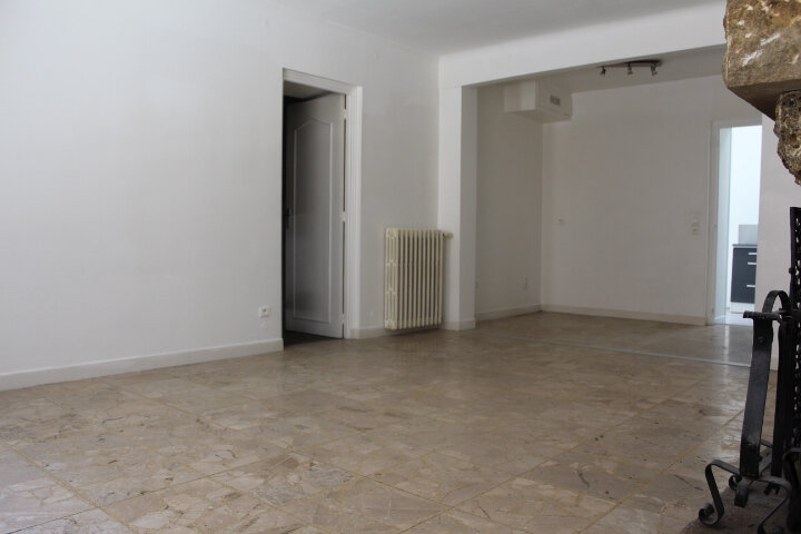 Maison à louer 4 130m2 à Lespignan vignette-10
