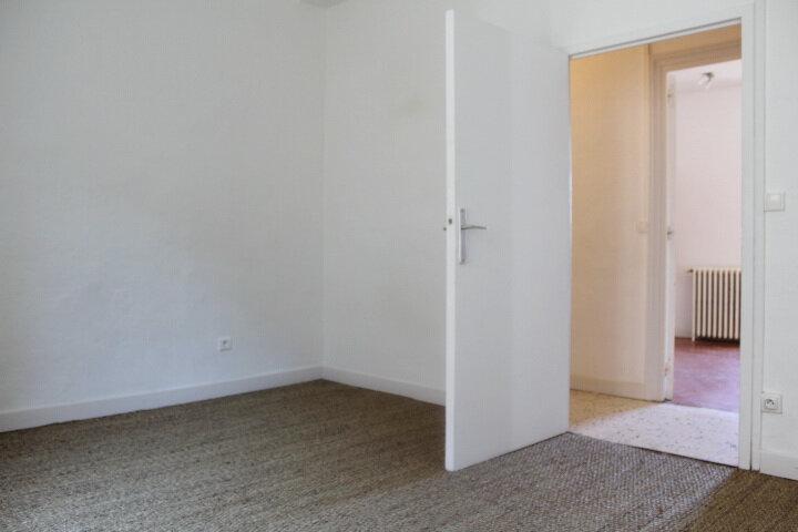 Maison à louer 4 130m2 à Lespignan vignette-11