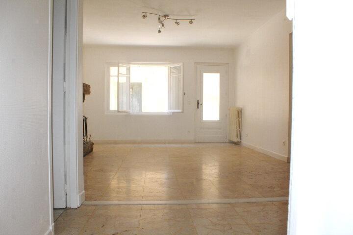 Maison à louer 4 130m2 à Lespignan vignette-13