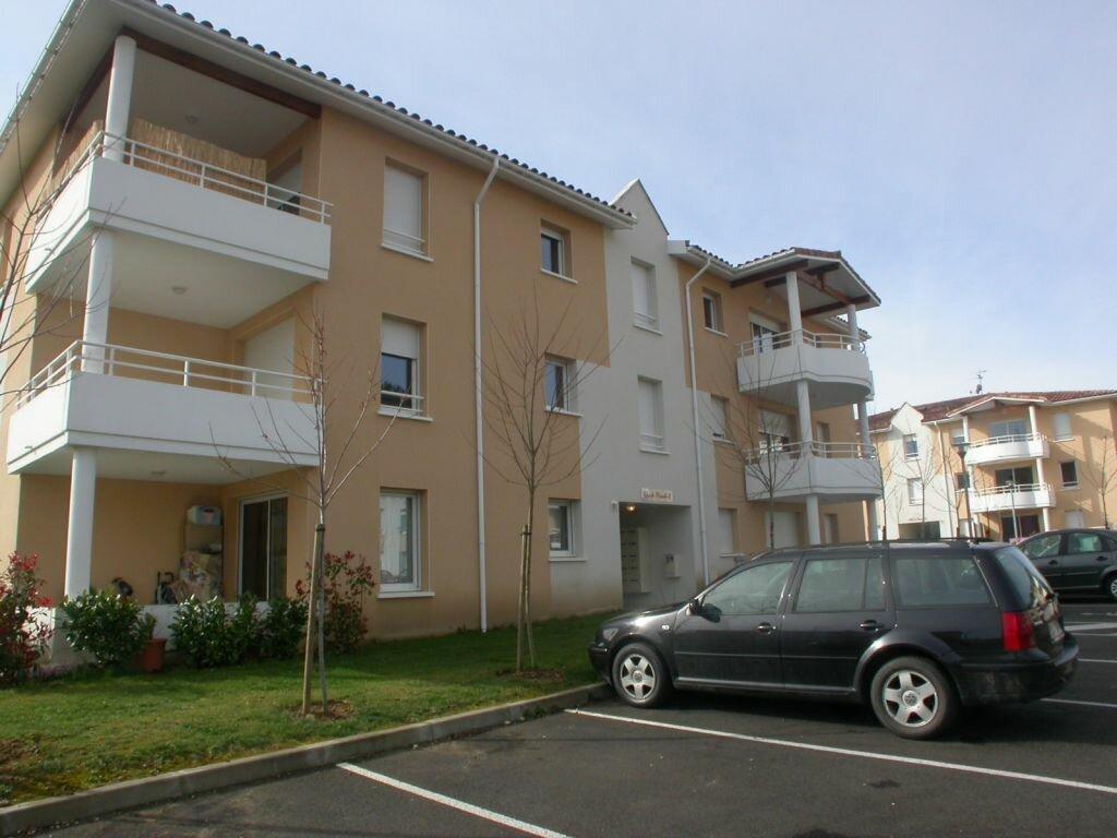 Appartement à louer 3 66.3m2 à Saint-Pierre-du-Mont vignette-1