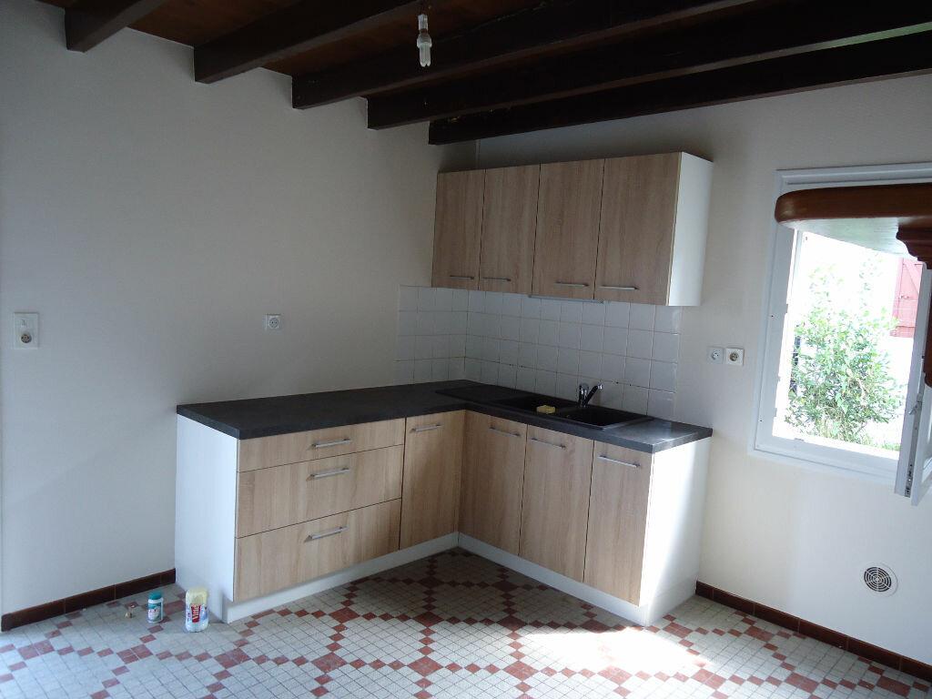 Maison à louer 3 119m2 à Lencouacq vignette-2
