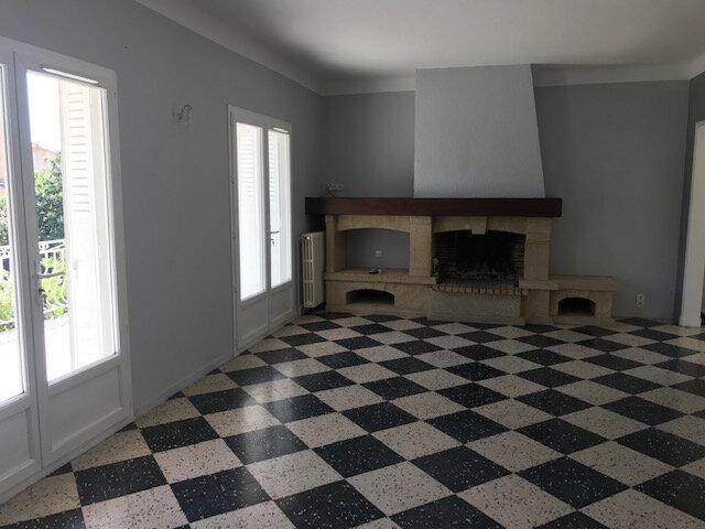 Maison à louer 4 121m2 à Le Castellet vignette-1