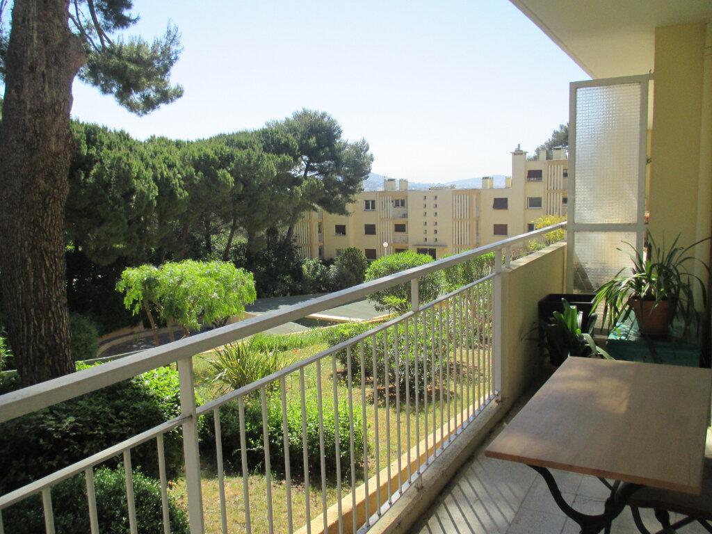 Appartement à louer 3 57m2 à Sanary-sur-Mer vignette-1