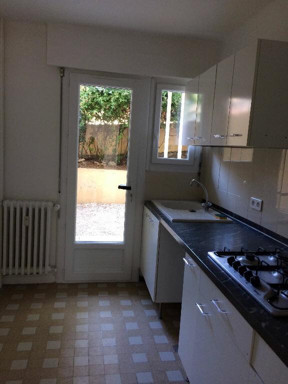 Appartement à louer 3 57m2 à Sanary-sur-Mer vignette-3