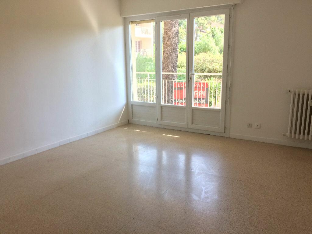 Appartement à louer 3 57m2 à Sanary-sur-Mer vignette-5
