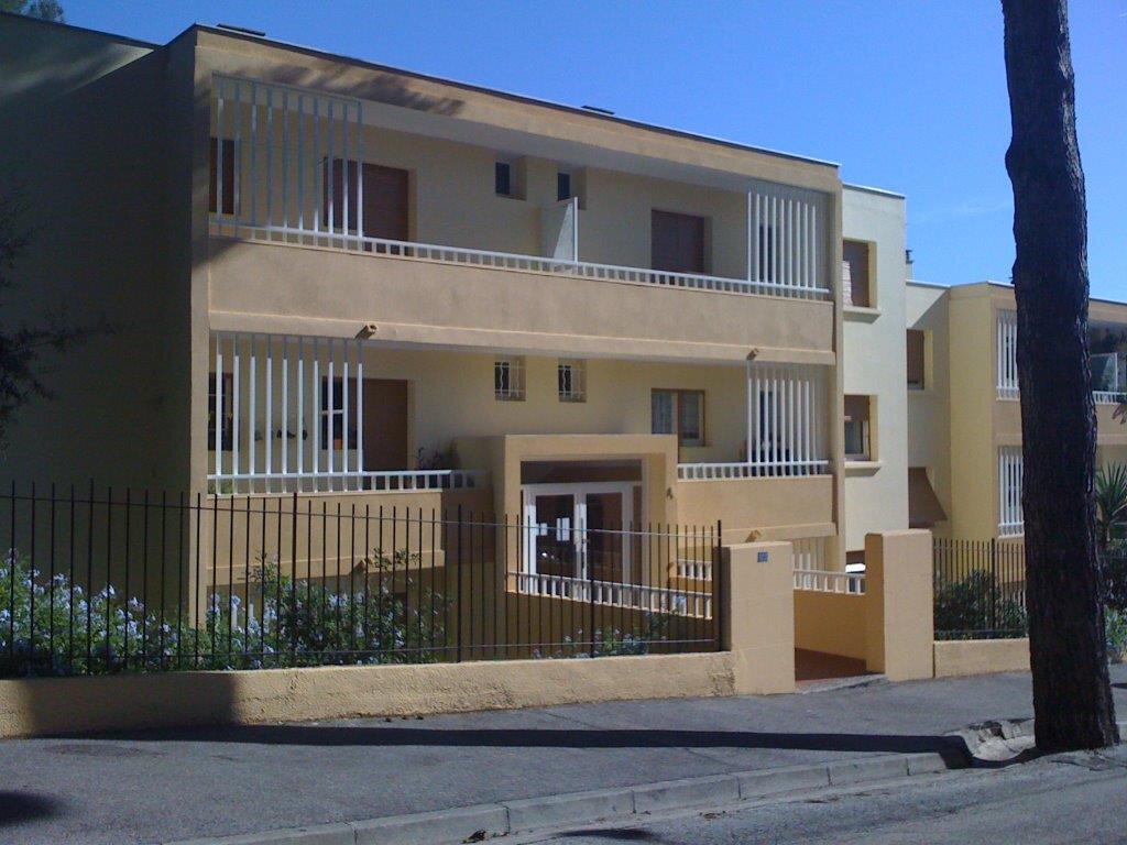 Appartement à louer 3 57m2 à Sanary-sur-Mer vignette-8