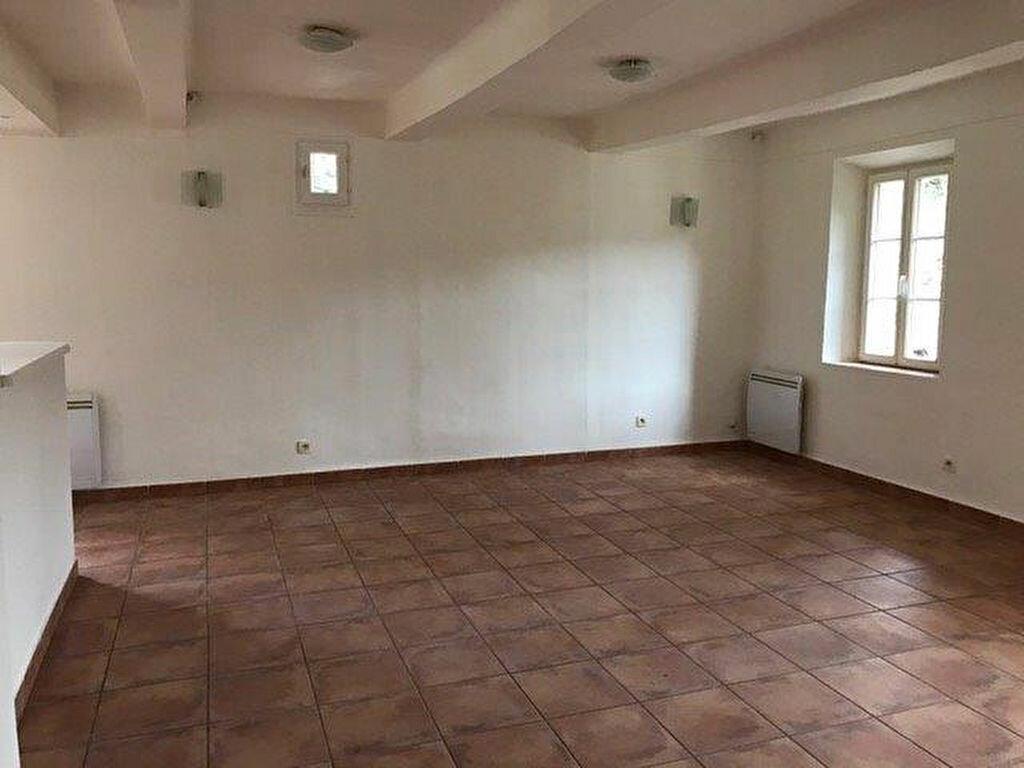 Appartement à louer 3 70m2 à Évenos vignette-2