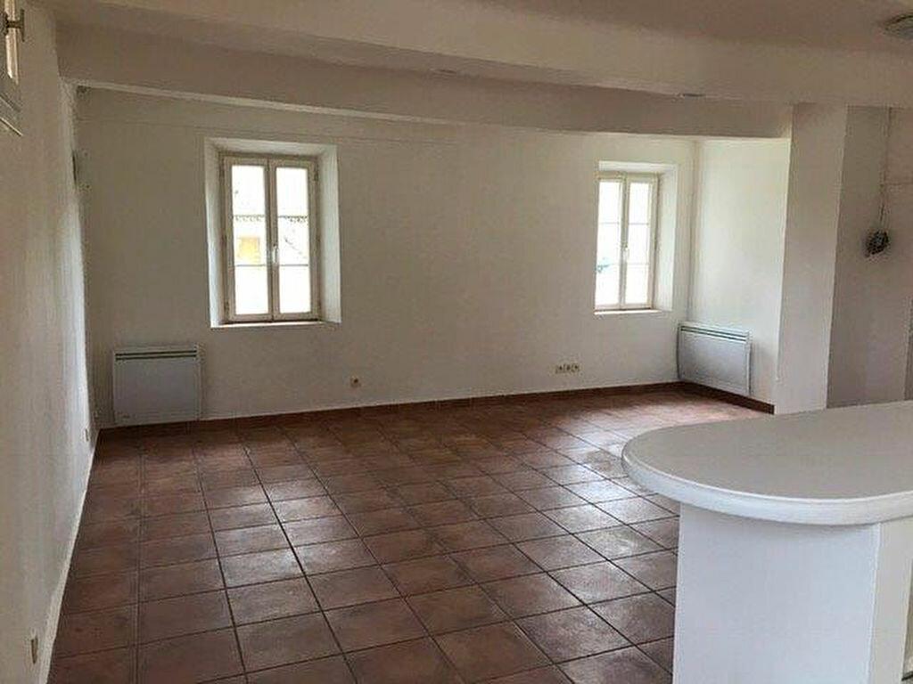 Appartement à louer 3 70m2 à Évenos vignette-6
