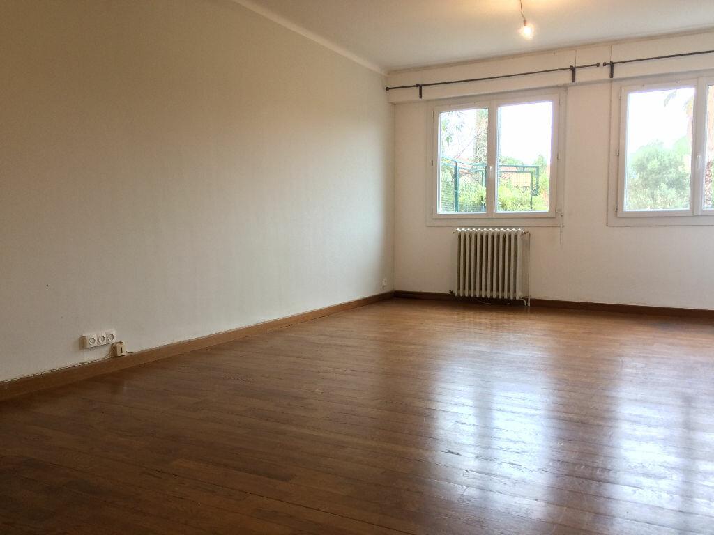 Appartement à louer 3 78.3m2 à Toulon vignette-2