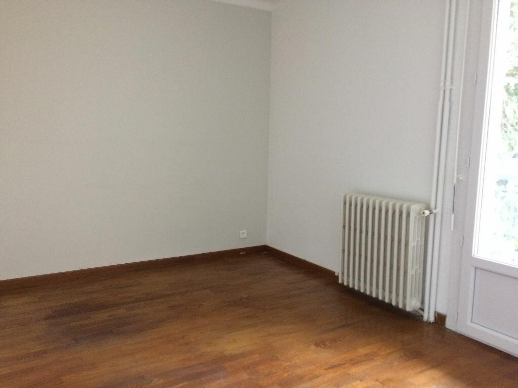 Appartement à louer 3 78.3m2 à Toulon vignette-6