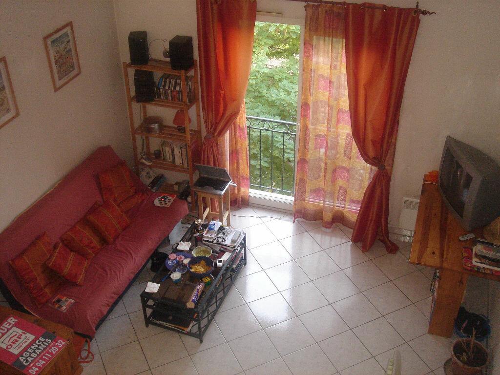 Appartement à louer 2 55m2 à Le Beausset vignette-1