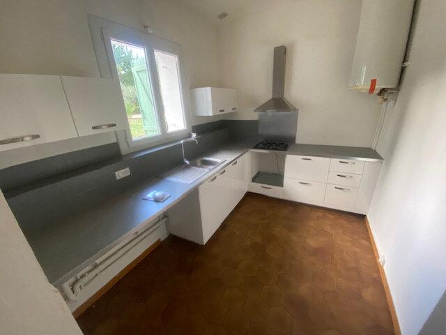Maison à louer 4 129.85m2 à Le Beausset vignette-1
