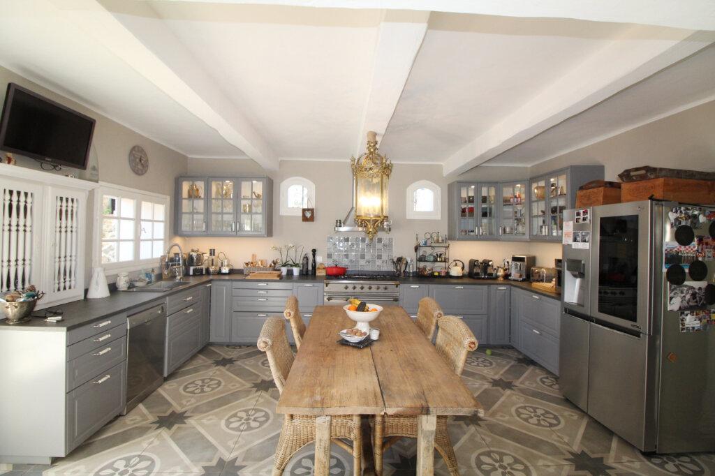 Maison à vendre 9 220m2 à Le Beausset vignette-3