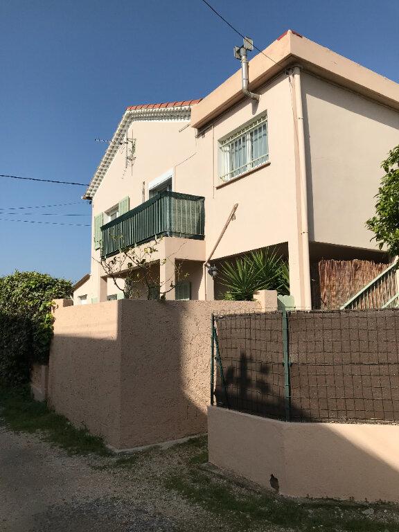 Appartement à louer 3 66m2 à La Seyne-sur-Mer vignette-1