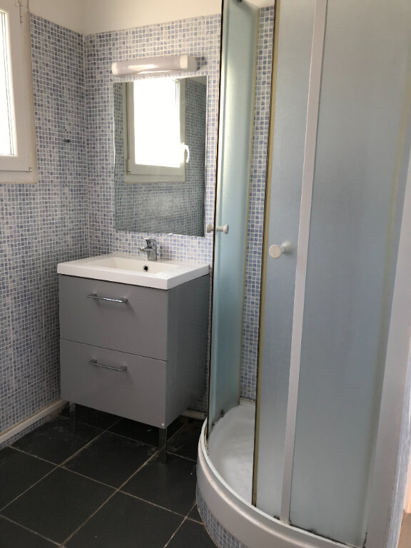 Appartement à louer 3 66m2 à La Seyne-sur-Mer vignette-6