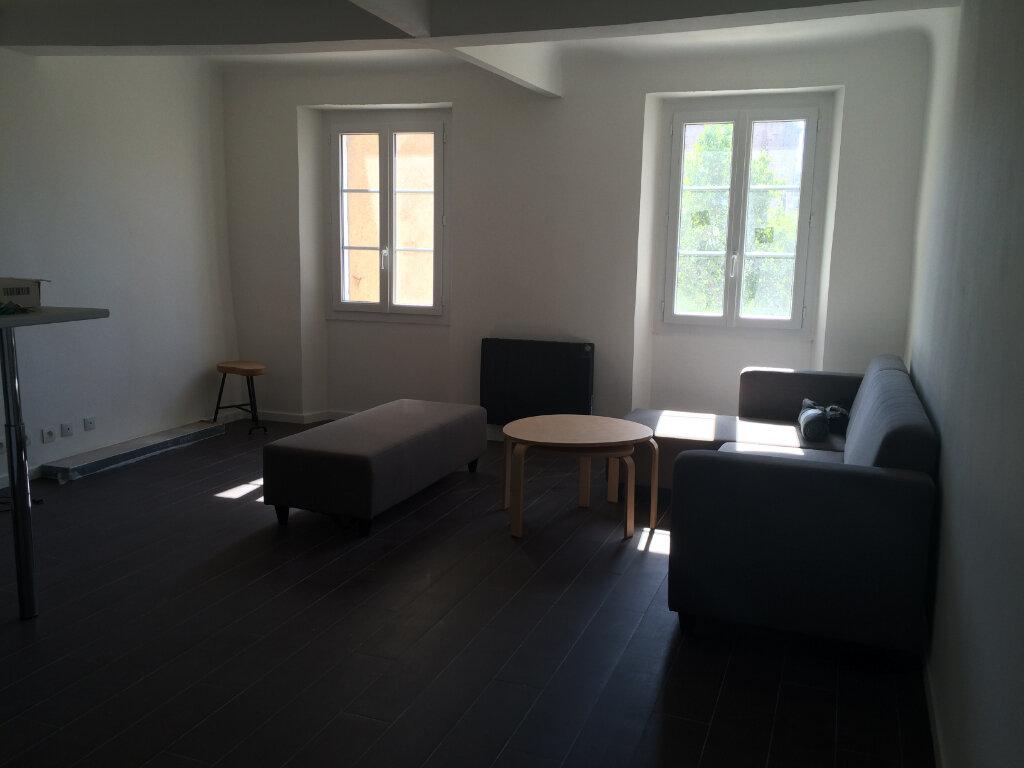 Appartement à louer 3 60m2 à Ollioules vignette-1