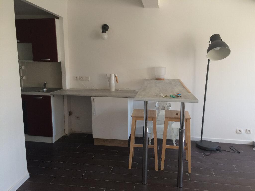 Appartement à louer 3 60m2 à Ollioules vignette-2