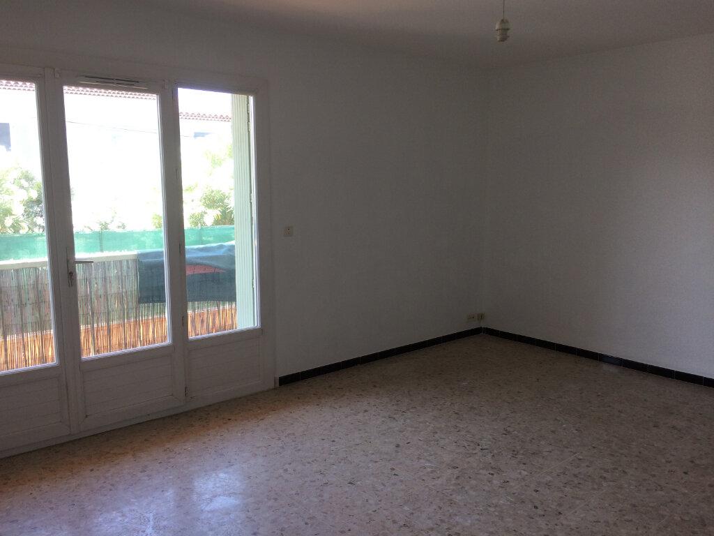 Appartement à louer 3 60m2 à Six-Fours-les-Plages vignette-2
