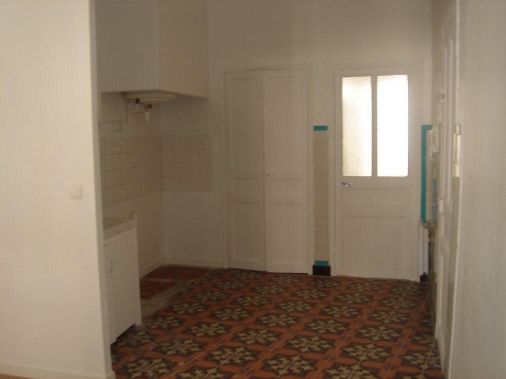 Appartement à louer 2 38m2 à Le Beausset vignette-1