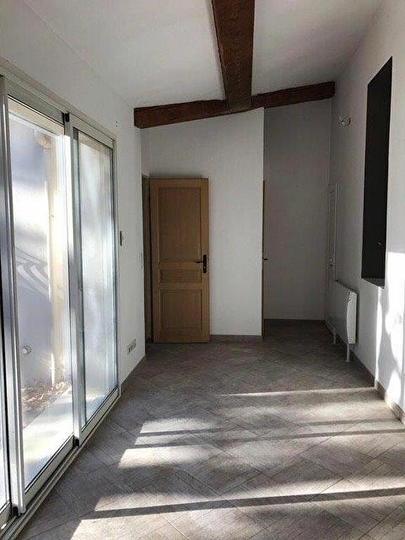 Appartement à louer 3 68m2 à Saint-Cyr-sur-Mer vignette-1