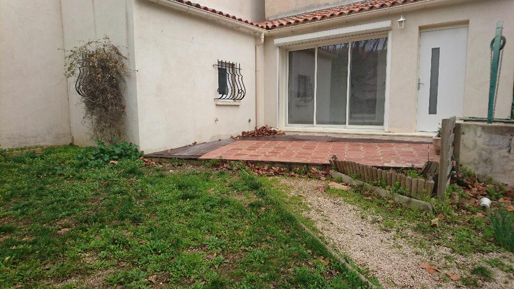 Appartement à louer 3 68m2 à Saint-Cyr-sur-Mer vignette-2