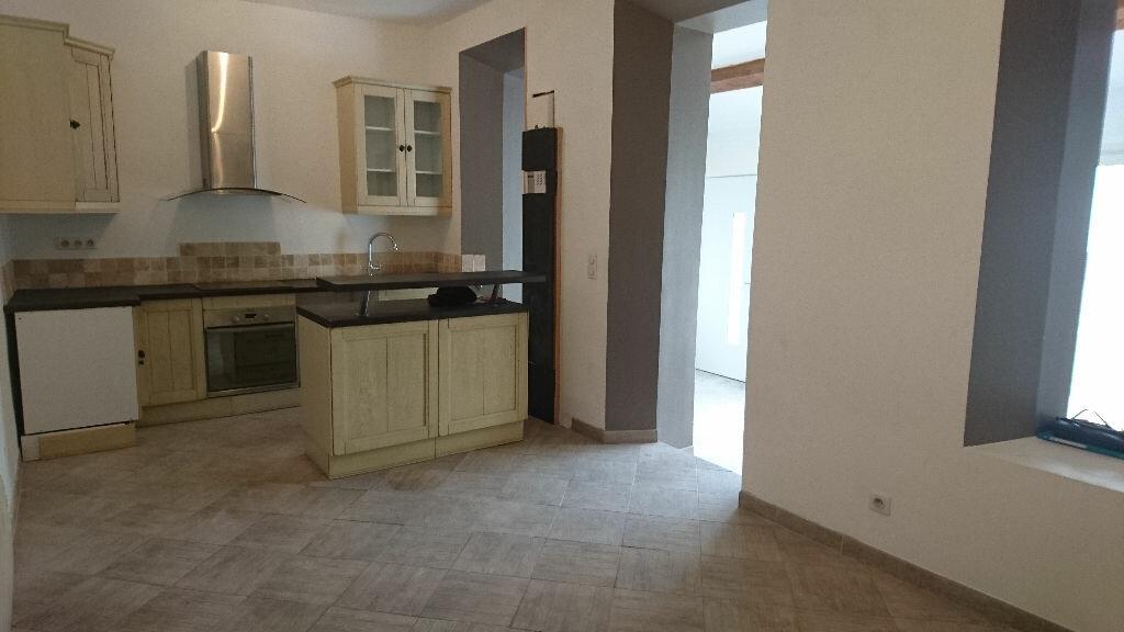Appartement à louer 3 68m2 à Saint-Cyr-sur-Mer vignette-3