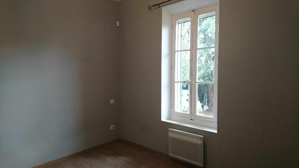 Appartement à louer 3 68m2 à Saint-Cyr-sur-Mer vignette-4