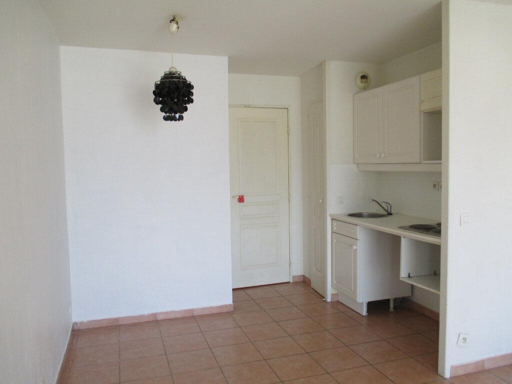 Appartement à louer 2 27m2 à Six-Fours-les-Plages vignette-5