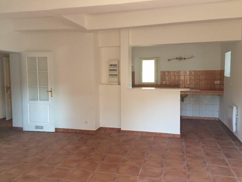 Appartement à louer 3 70m2 à Évenos vignette-3